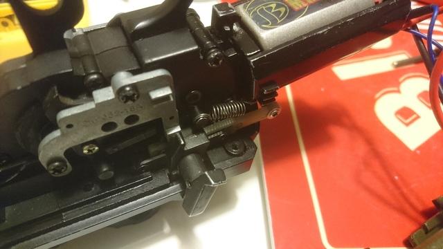 M14socom 軽量化 チャージングレバー取外
