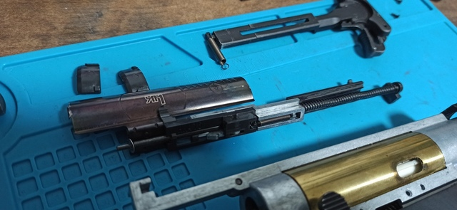 HK416_次世代軽量化Ⅱ_13_ダミーボルト取外し.jpg