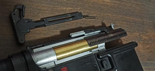 HK416_次世代軽量化_24_チャージングハンドル.jpg